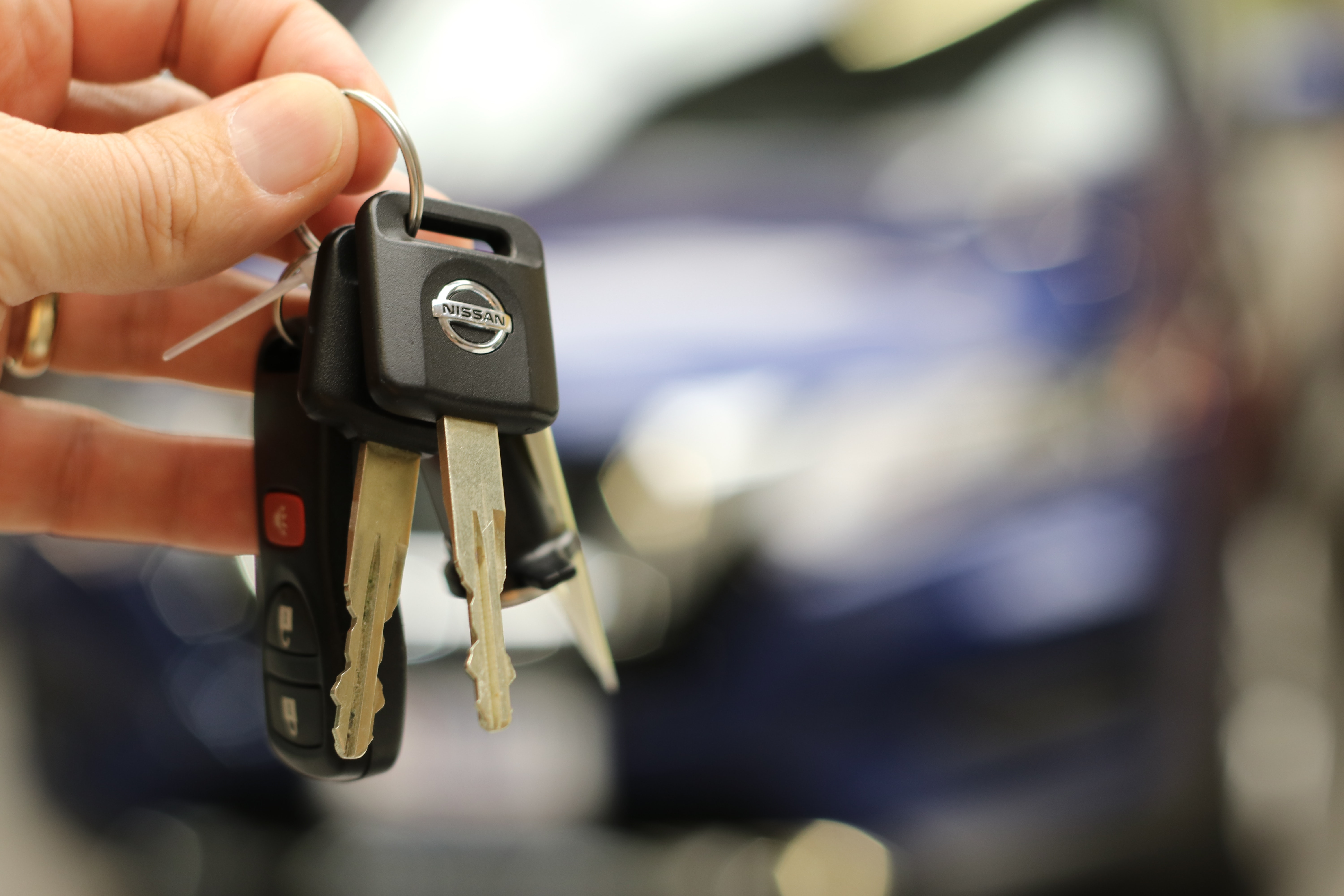 Car rental and leasing lowest cost tracking